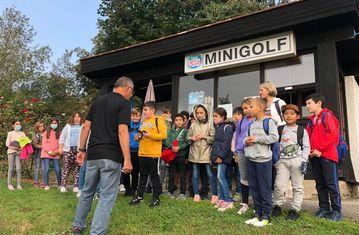 Wir spielen Minigolf