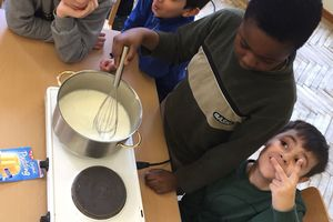 Wir kochen Vanillepudding